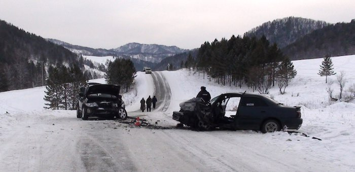 Лишенный прав водитель сел за руль автомобиля и погиб в ДТП