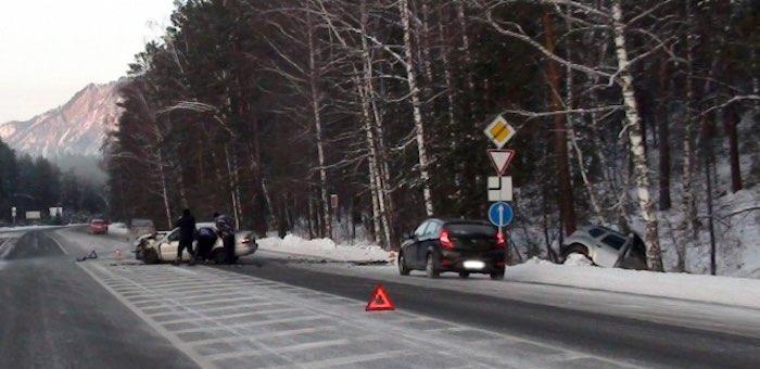 Четверо человек пострадали в ДТП на развилке Чуйского и Чемальского трактов