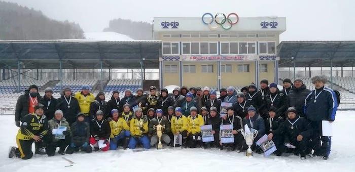 14 команд приняли участие в соревнованиях по хоккею с мячом