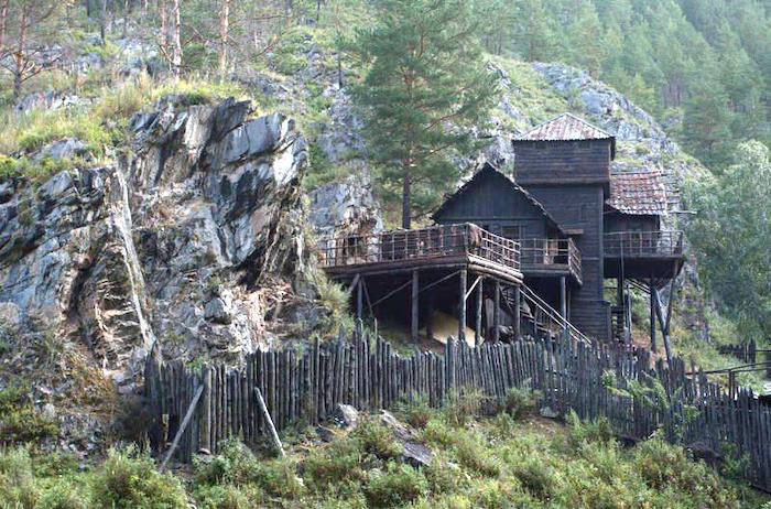 Актер Александр Петров лучшим отелем в своей жизни назвал гостевой дом на Алтае