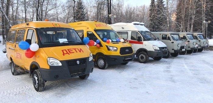 Районы получили новые школьные автобусы и санитарные автомобили