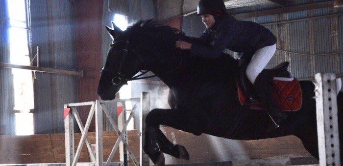 Первые в этом году соревнования по конному спорту прошли в Горно-Алтайске
