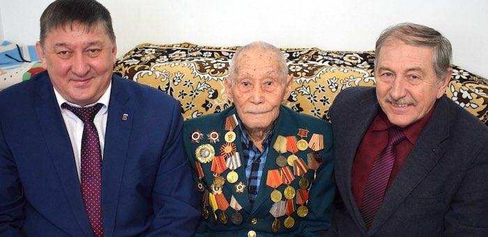 Мэр поздравил участника Сталинградской битвы с годовщиной ее завершения