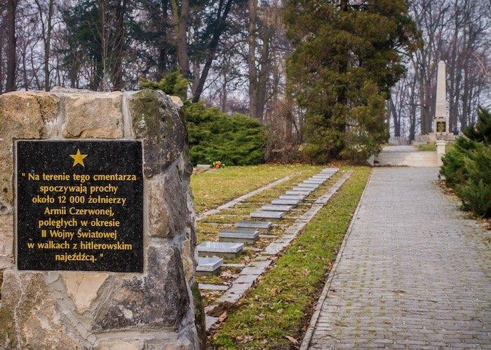 И даже танки онемели, когда увидели его - простого русского солдата с деревни дальней Туекты…