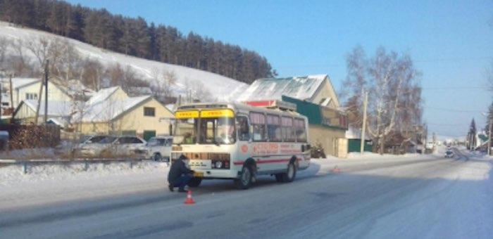 Нетрезвый житель Кызыл-Озека свалился прямо под колеса автобуса