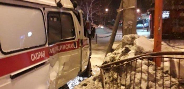 «Лада Калина» и «скорая помощь» столкнулись в Горно-Алтайске: двое пассажиров госпитализированы