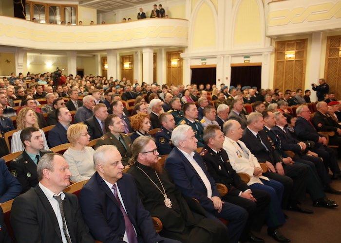 Торжественное собрание, посвященное Дню защитника Отечества, прошло в Горно-Алтайске