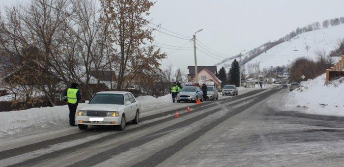 В Кызыл-Озеке ребенок выбежал на дорогу и попал под машину
