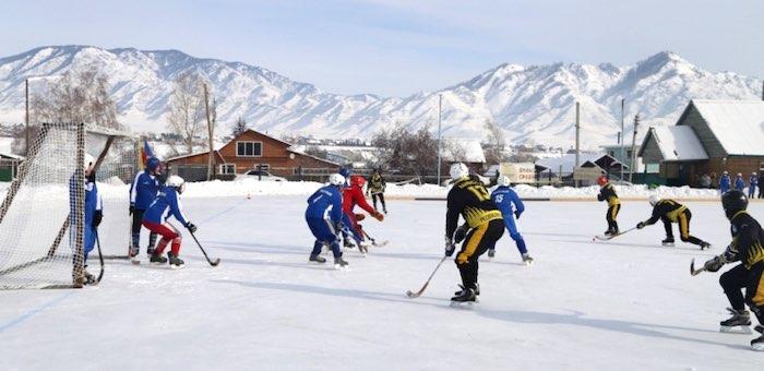 Усть-канцы одержали победу в республиканском турнире по хоккею с мячом