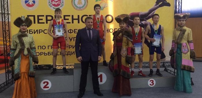 Три медали завоевали борцы с Алтая на соревнованиях в Хакасии