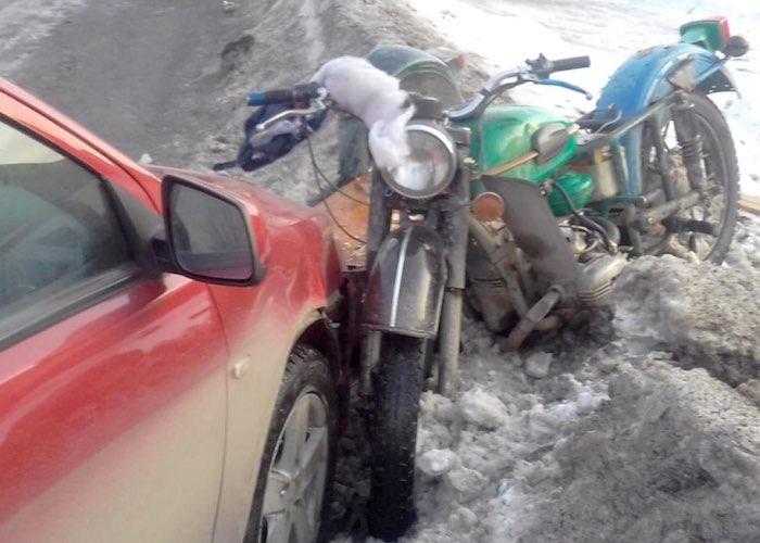 Нетрезвый мотоциклист протаранил на «встречке» Mitsubishi Lancer. Пассажир в реанимации