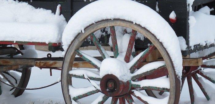 Сельчанин угнал трактор, чтобы съездить за спиртным, но увяз в снегу