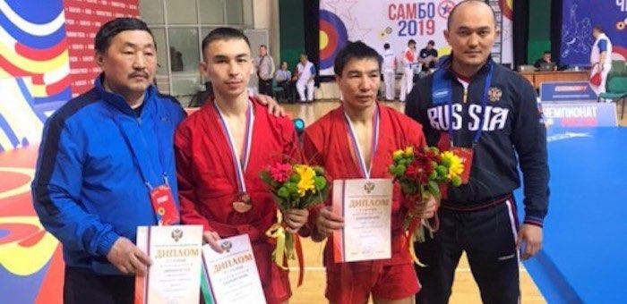 Два алтайских спортсмена стали чемпионами России по боевому самбо