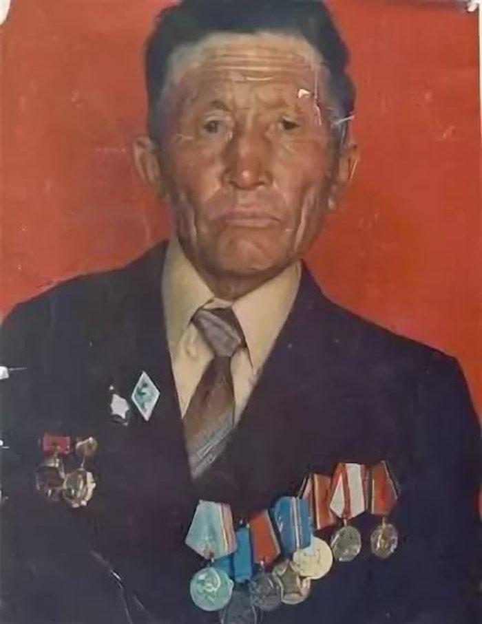 Показал себя храбрым и мужественным воином РККА