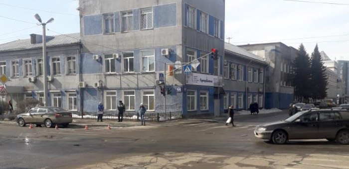 Жительница Чойского района сбила горожанку, переходившую дорогу на зеленый свет