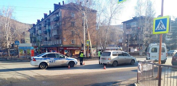 На пешеходном переходе в Горно-Алтайске сбили парня и девушку