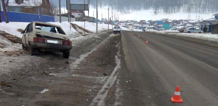 Автомобиль под управлением 27-летней женщины перевернулся на Чуйском тракте