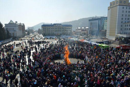 В Горно-Алтайске отпраздновали Масленицу (фоторепортаж)