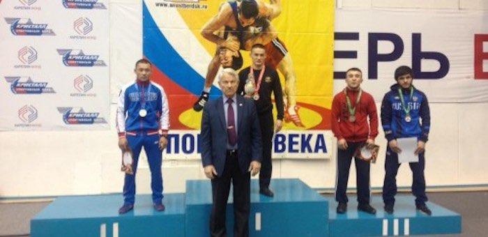 Юниоры из Республики Алтай стали призерами на первенстве Сибири по греко-римской борьбе