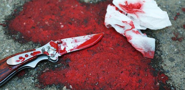 25-летняя женщина целеустремленно убивала мужа ножом, но ему удалось выжить