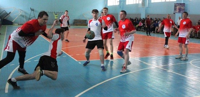 Открытый турнир по гандболу прошел в Горно-Алтайске