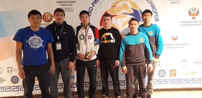 Спортсмены с Алтая приняли участие в первенстве страны по греко-римской борьбе