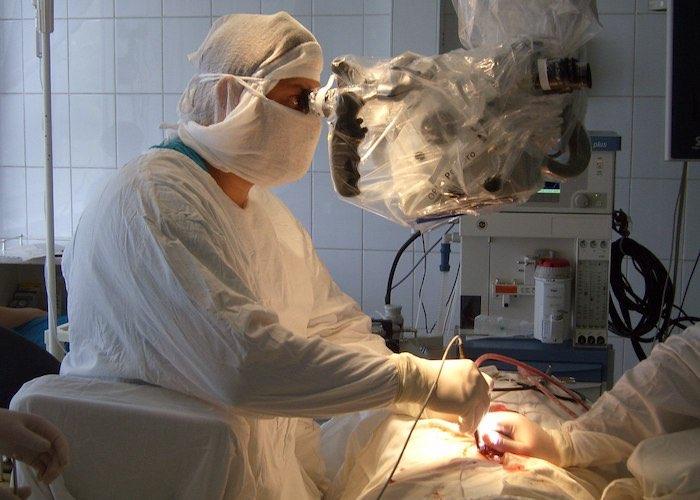Нейрохирург Денис Мельников: Инструмент не должен двигаться впереди мысли