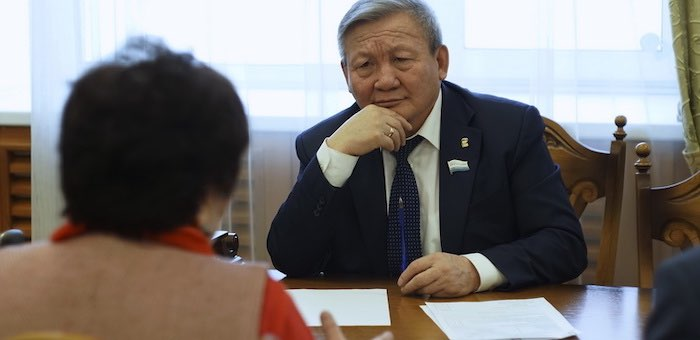 Председатель Эл Курултая Владимир Тюлентин провел прием граждан