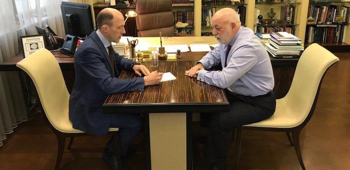 Хорохордин обсудил с Вексельбергом развитие «зеленой энергетики» и туризма на Алтае