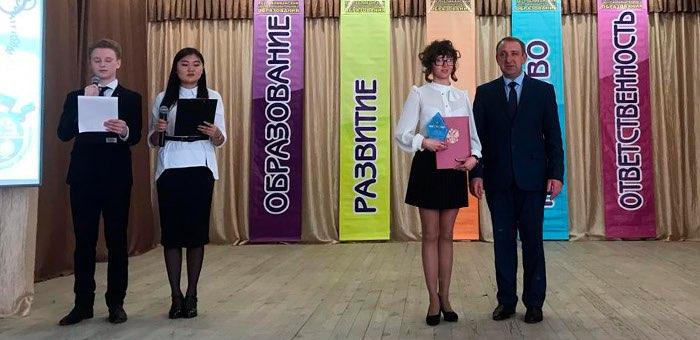 Премии главы региона для талантливой молодежи вручили в Горно-Алтайске