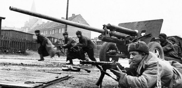 Огнем своего орудия поддержал наступление пехоты