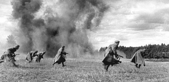 С криком «Ура!», расстреливая фашистов на ходу, вырвались из окружения