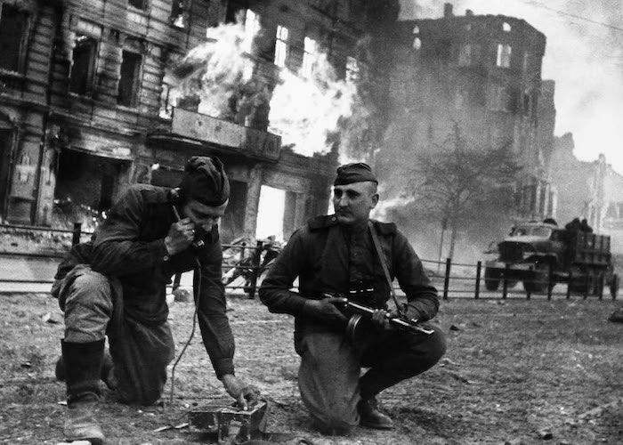 В рукопашной схватке в логове нацистов уничтожил двух немецких солдат
