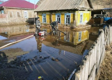 Талые воды подтопили Теньгу