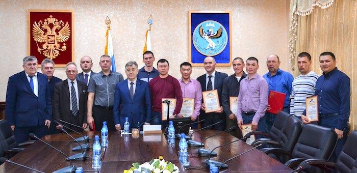 В правительстве Республики Алтай наградили лучших энергетиков