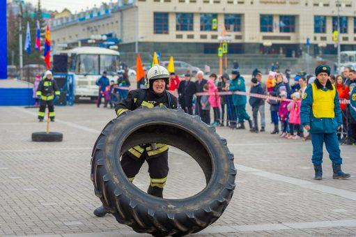 На соревнованиях по кроссфиту пожарные из Чемала вырвали победу у команды Монголии