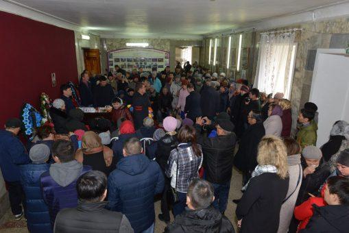 Сотни человек пришли проститься с Аржаном Иташевым
