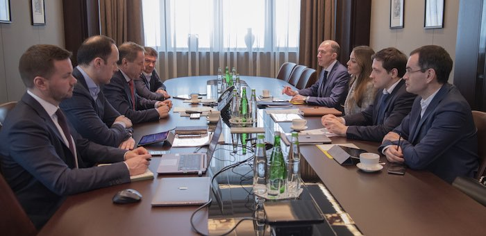 Олег Хорохордин обсудил с руководством Сбербанка дальнейшее развитие ГЛК «Манжерок»