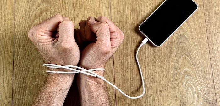 Не позволяйте пользоваться своим смартфоном посторонним. Даже бывшим супругам