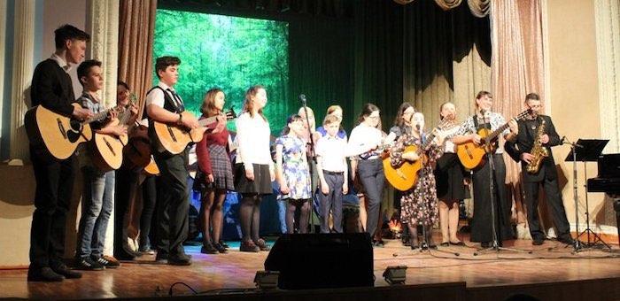 Конкурс авторской и бардовской песни «Струна» собрал более сорока участников