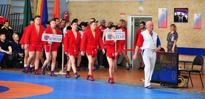 Самбисты с Алтая завоевали медали на всероссийском турнире в Красноярске