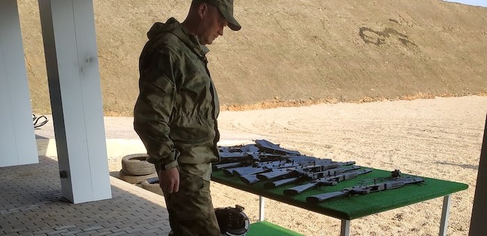 Сотрудники алтайских заповедников проходят обучение в стрелковом центре «Калашников»
