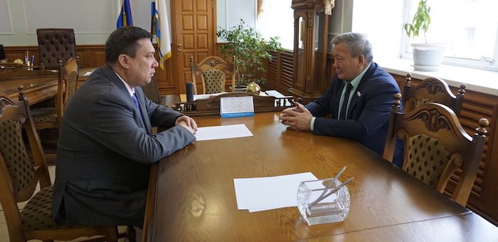 Лидер единороссов обсудил с сенатором Полетаевым ход праймериз