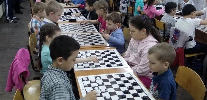 Определились победители фестиваля по русским шашкам среди дошкольников
