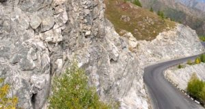 Алтайские скалы очистят от надписей с помощью пескоструйных машин