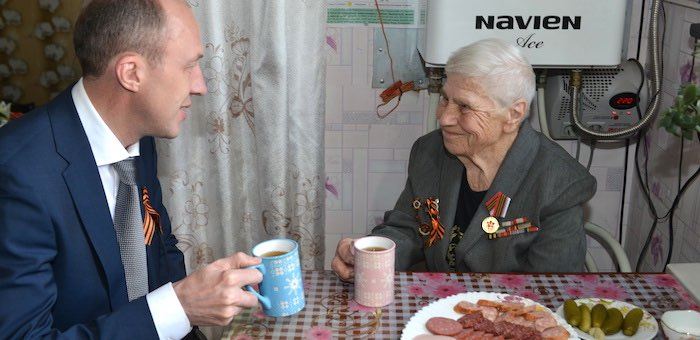 Олег Хорохордин навестил ветерана Великой Отечественной войны