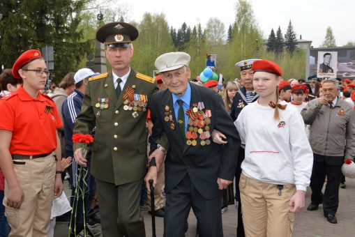 День Победы празднуют в Горно-Алтайске (фоторепортаж)
