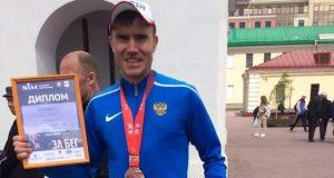 Учитель лицея №6 стал призером Весеннего полумарафона в Омске
