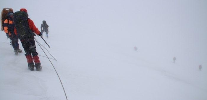 Поисковая операция на горе Металлург приостановлена до конца июня