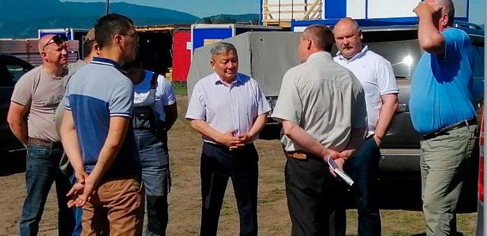 Спикер Госсобрания провел совещание на стройплощадке солнечной электростанции в Амуре